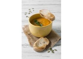 大角度美味奶油汤和面包_10067887