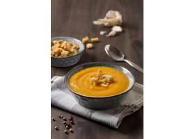 可口南瓜奶油汤用油煎方型小面包片_10067867