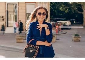 举行时兴的钱包的典雅的样式衣服的愉快的微_13867828