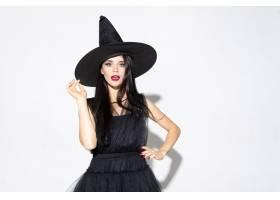 黑帽会议和服装的年轻深色的妇女在白色背景_12726896