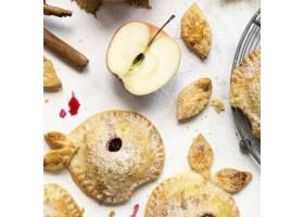 新鲜烤的苹果黑莓饼干节食食谱_15439850
