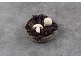 新鲜的有机蘑菇_15443230