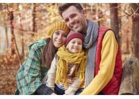 家庭画象在秋天期间_11980591