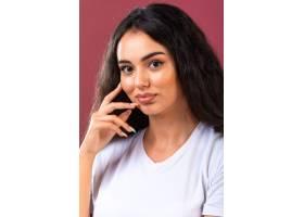 促进秋天构成样式和发型的年轻深色的女孩_10111003