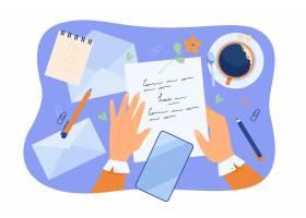 字符文字信件的手在书桌上有纸铅笔信封